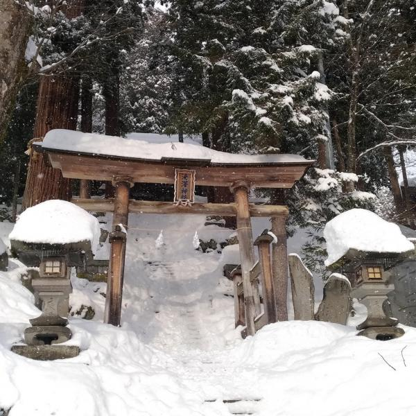 Nozawa and one of its temples